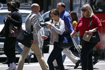 walking_smartphone_convert_20130418221713